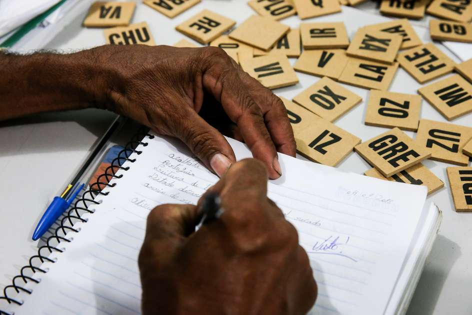 Dia-da-Alfabetização-trajetórias-e-rotinas-de-mulheres-pretas-e-pardas-que-não-sabem-ler-no-Ceará-Metro.6w1200phqwf76cc5e