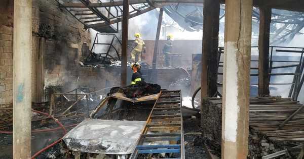 incendio-galpao-santa-luzia-12112020110604812